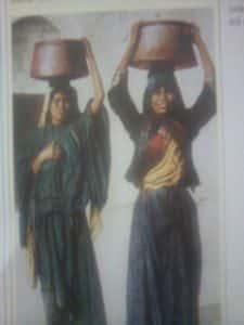 Mulheres fazendo a limpeza das roupas nos tempos bíblicos