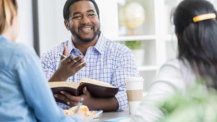 como ler a bíblia e praticar