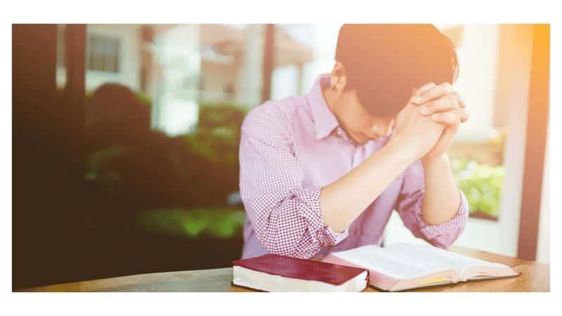 homem orando para pregar-a-primeira-vez -