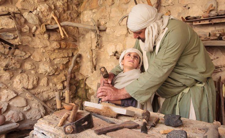 pai ensinando o filho a profissão nos dias bíblicos